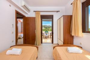 A bed or beds in a room at Melfe Villas
