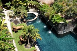 A view of the pool at El Taj Oceanfront and Beachside Condo Hotel or nearby