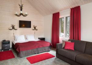 Łóżko lub łóżka w pokoju w obiekcie Santa Claus Holiday Village
