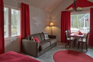 Гостиная зона в Santa Claus Holiday Village
