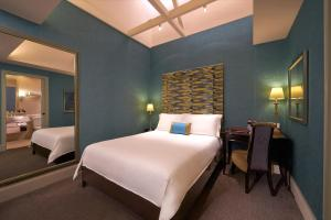 A bed or beds in a room at The Scarlet Singapore (SG Clean, Staycation Approved)