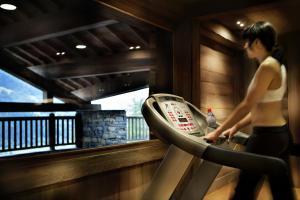 The fitness centre and/or fitness facilities at CGH Résidences & Spas Les Fermes de Ste Foy