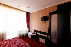 Телевизор и/или развлекательный центр в Hotel Palanga