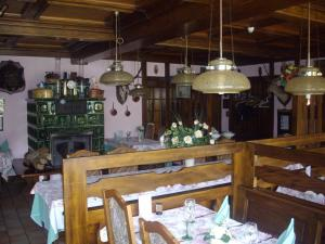 A restaurant or other place to eat at Le Freudeneck