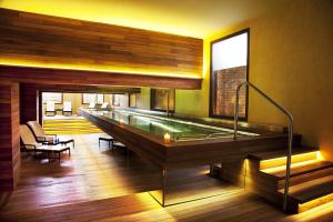 Een biljarttafel in URSO Hotel & Spa, a Small Luxury Hotel of the World