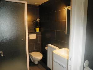 Een badkamer bij BC Studios