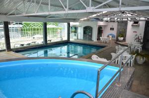 A piscina localizada em Hotel Metrópole ou nos arredores