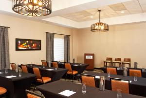 A restaurant or other place to eat at Four Points by Sheraton Las Vegas East Flamingo