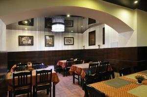 A restaurant or other place to eat at Hotel Wilhelm
