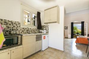 A kitchen or kitchenette at Rodi Studios