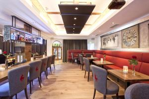 A restaurant or other place to eat at Sporthotel Reisch