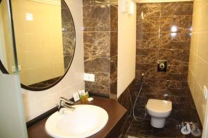 A bathroom at Grand Hotel Beirut