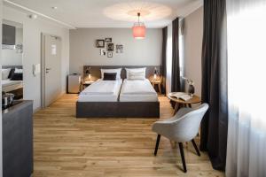 Ein Bett oder Betten in einem Zimmer der Unterkunft Bold Hotel Frankfurt Messe