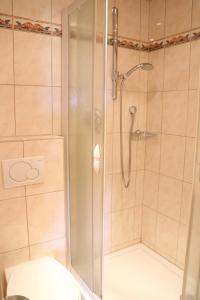 Ein Badezimmer in der Unterkunft Aldranser Hof