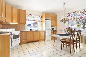 A kitchen or kitchenette at Kallaxgårdshotel/apartment, Luleå