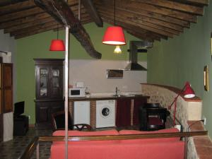 A kitchen or kitchenette at La Serranilla
