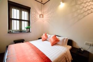A bed or beds in a room at Sarang Paloh Heritage Stay