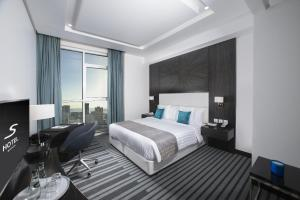 A bed or beds in a room at S Hotel Bahrain