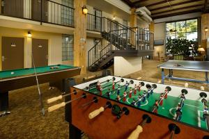 Ping-pong facilities at Northwest Inn or nearby