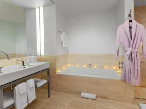 Et badeværelse på Bryant Park Hotel