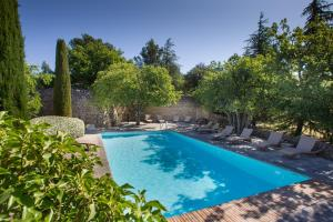 The swimming pool at or near Le Jas de Gordes