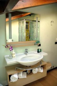 A bathroom at Al Veluu suites