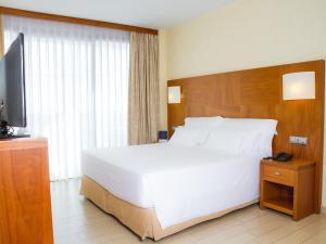 A room at AR Diamante Beach Spa Hotel