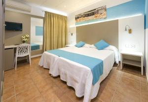A bed or beds in a room at Hostal Adelino