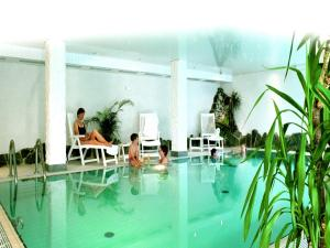 The swimming pool at or close to Heidehotel Hildfeld