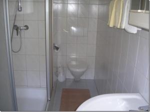 Ein Badezimmer in der Unterkunft Gasthof Staudach