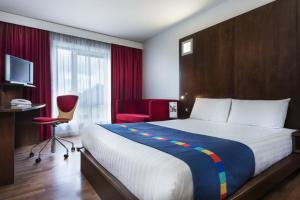 A bed or beds in a room at Park Inn by Radisson Birmingham Walsall
