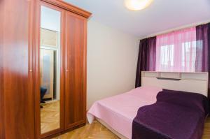 Кровать или кровати в номере Nice Flats Белорусская