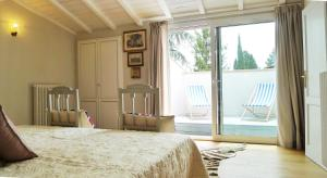 A bed or beds in a room at Metastasio