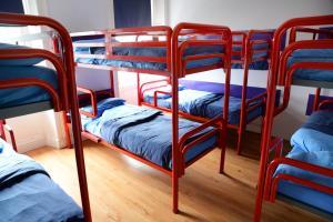 Un ou plusieurs lits superposés dans un hébergement de l'établissement Sheilas Tourist Hostel