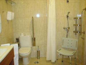 A bathroom at Hotel Apolo
