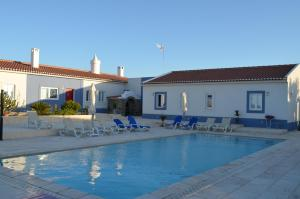 The swimming pool at or close to Monte da Ameixa Country House