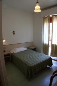 A bed or beds in a room at Hotel Sanremo