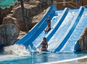 Het zwembad bij of vlak bij Hotel Europa Splash & Spa
