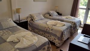 A bed or beds in a room at Hotel del Sol