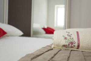 Ein Bett oder Betten in einem Zimmer der Unterkunft Lara Apartments