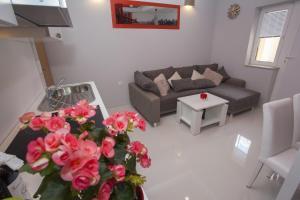 Ein Sitzbereich in der Unterkunft Lara Apartments