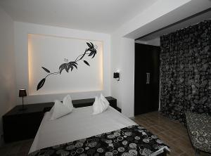 Ein Bett oder Betten in einem Zimmer der Unterkunft Hotel 2D Resort and Spa