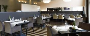 A restaurant or other place to eat at Novotel Karlsruhe City