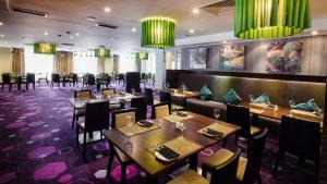 A restaurant or other place to eat at Park Inn by Radisson Hotel Astana