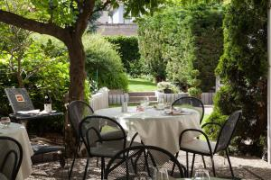 A restaurant or other place to eat at Hotel Beausejour Colmar
