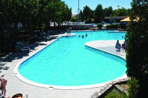 The swimming pool at or near Bungalows Sport Center