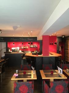 Restaurant ou autre lieu de restauration dans l'établissement Hôtel-Restaurant Le Lion d'Or