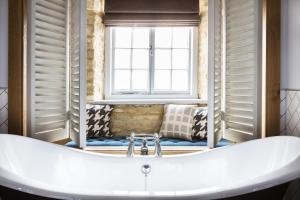 A bathroom at The Old Stocks Inn