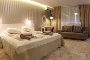 A bed or beds in a room at Studio Apartments Mirakul