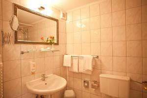 A bathroom at Safestay Berlin